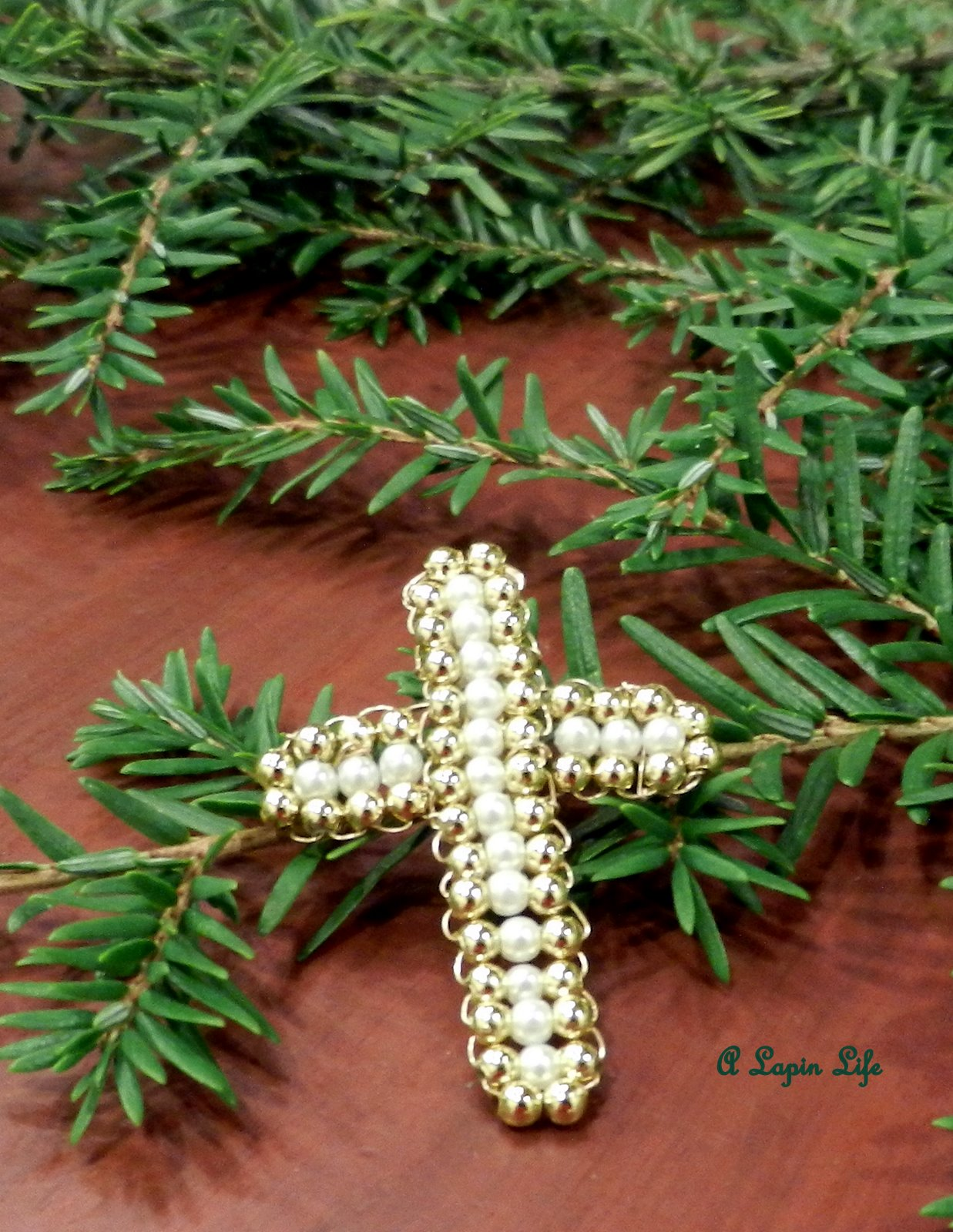 How to Make a Beaded Wire Cross for Christmas Craft Tutorial | A Lapin ...